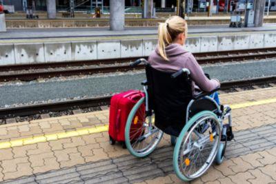 Auch Rollstuhlfahrern soll Zugfahren ermöglicht werden