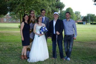 Vorne die Braut Katie, dahinter Sonja, Sophie, Tobias, Markus und Martin