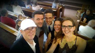 Markus, Martin, Tobias, Sonja und Sophie in der Kirche
