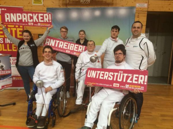Gruppenfoto: Rollstuhlfechter und Trainer vom TSG Reutlingen