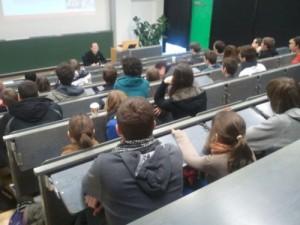 Markus Lemcke hält einen Vortrag zur Barrierefreien Informatik in der Hochschule für Medien in Stuttgart